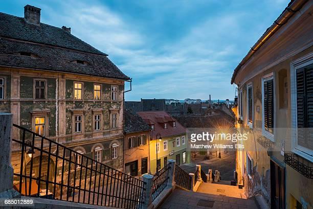 sibiu, a 12th century saxon city at night, transylvania, romania, europe - siebenbürgen stock-fotos und bilder