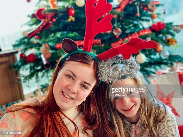 sibling love on christmas day - 12 17 months stock pictures, royalty-free photos & images