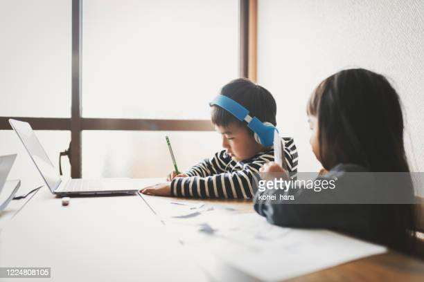 siblings studying from home - mindzoom 2 stock pictures, royalty-free photos & images
