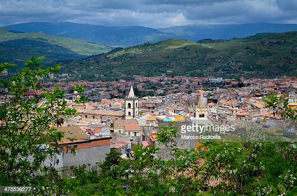 sicilian townscape - radicella stock pictures, royalty-free photos & images