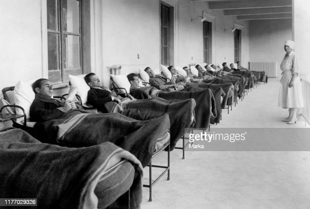 Sick on veranda. Sanatorium for tuberculosis vittorio emanulele III aspromonte 1920.
