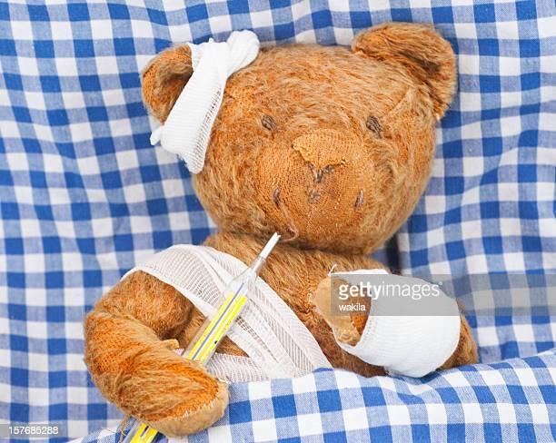 Peluche malade au lit-kranker Teddybär im Bett