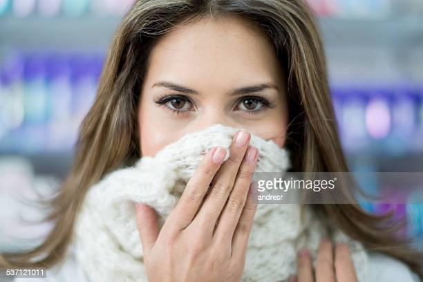 Femme malade à la pharmacie