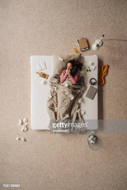 sick woman lying in bed, top view - handkerchief - fotografias e filmes do acervo