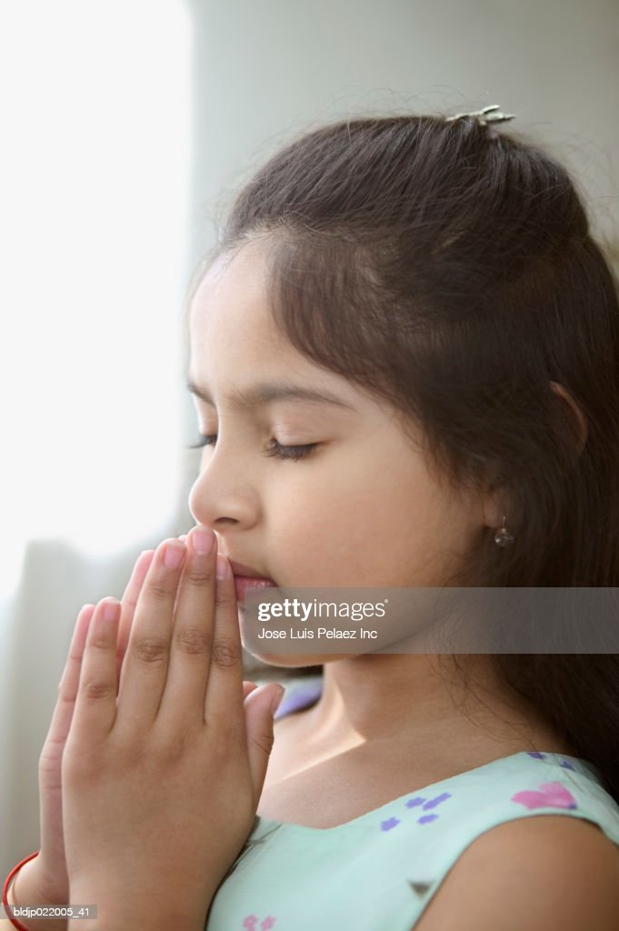 Side Profile Of A Girl Praying Stockfoto Getty Images