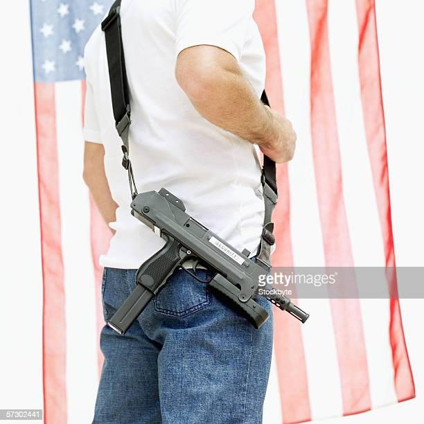 side profile of a machine gun hanging on a man's shoulder - metralhadora imagens e fotografias de stock