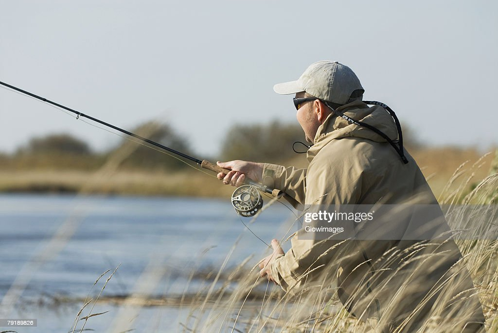 Side profile of a mature man fishing : Foto de stock