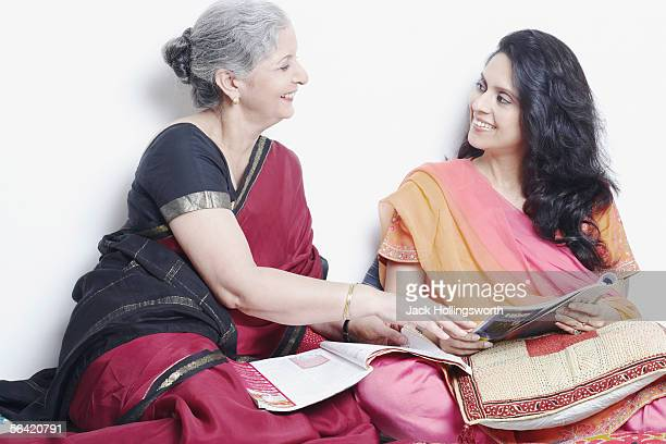side profile of a mother and her daughter talking - salwar kameez stock pictures, royalty-free photos & images