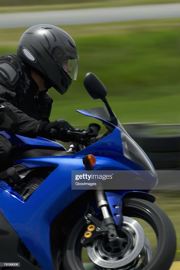 Side profile of a person riding a motorcycle : Foto de stock