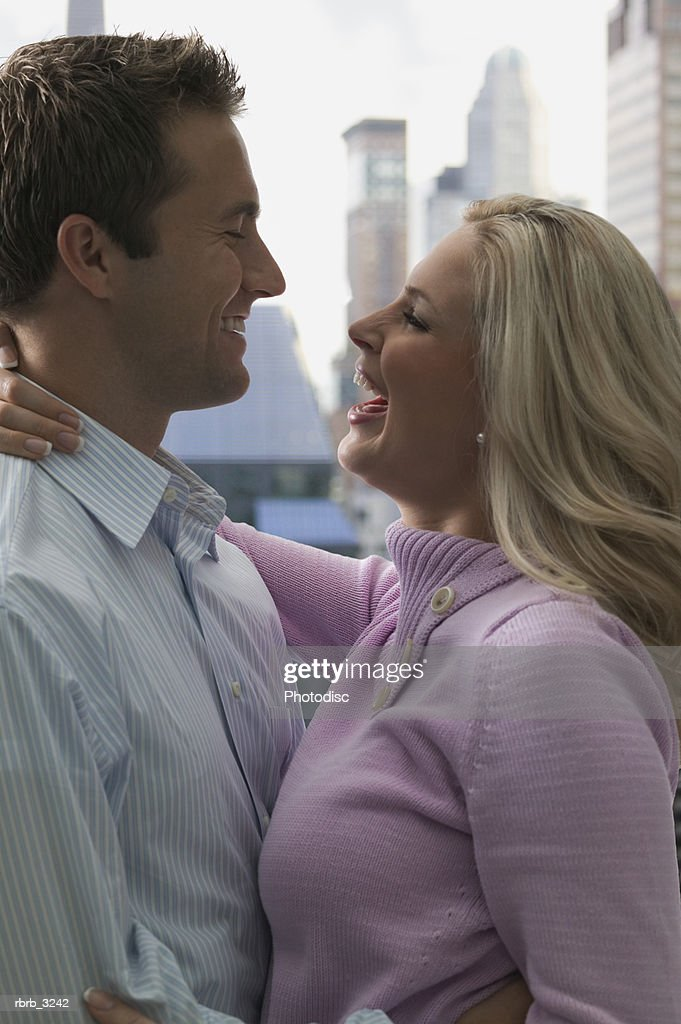 Side profile of a young couple hugging : Foto de stock
