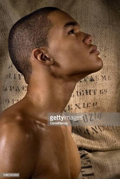 lado perfil de retrato de jovem olhando para cima - escravidão - fotografias e filmes do acervo