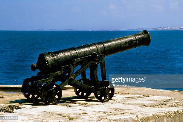 side view of a dockyard canon, somerset, bermuda - cannon stock pictures, royalty-free photos & images