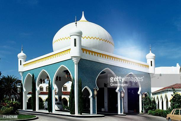 side view of an elegant hotel lobby on a sunny day, freeport, grand bahamas, bahamas - grand bahama stock photos and pictures