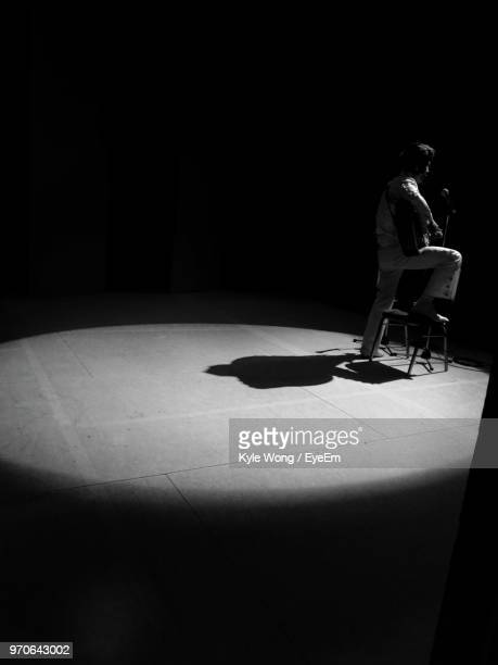 side view of male artist performing on stage - stage performance space stock pictures, royalty-free photos & images