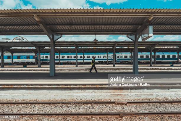 side view of man walking on railroad station platform - 駅 ストックフォトと画像