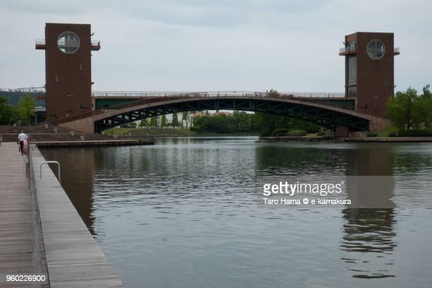 side view of the bridge (tenmon bridge) in kansui park in toyama city in japan - 富山県 ストックフォトと画像