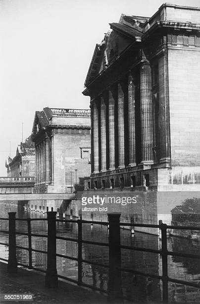 Side view of the Pergamonmuseum on the Museum Island Vintage property of ullstein bild