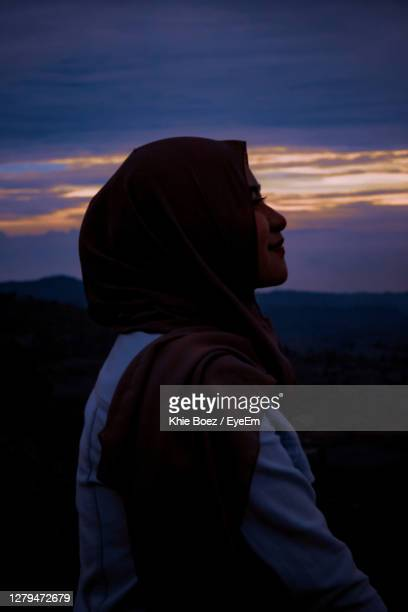 side view of young woman looking at sunset - bandung stock pictures, royalty-free photos & images