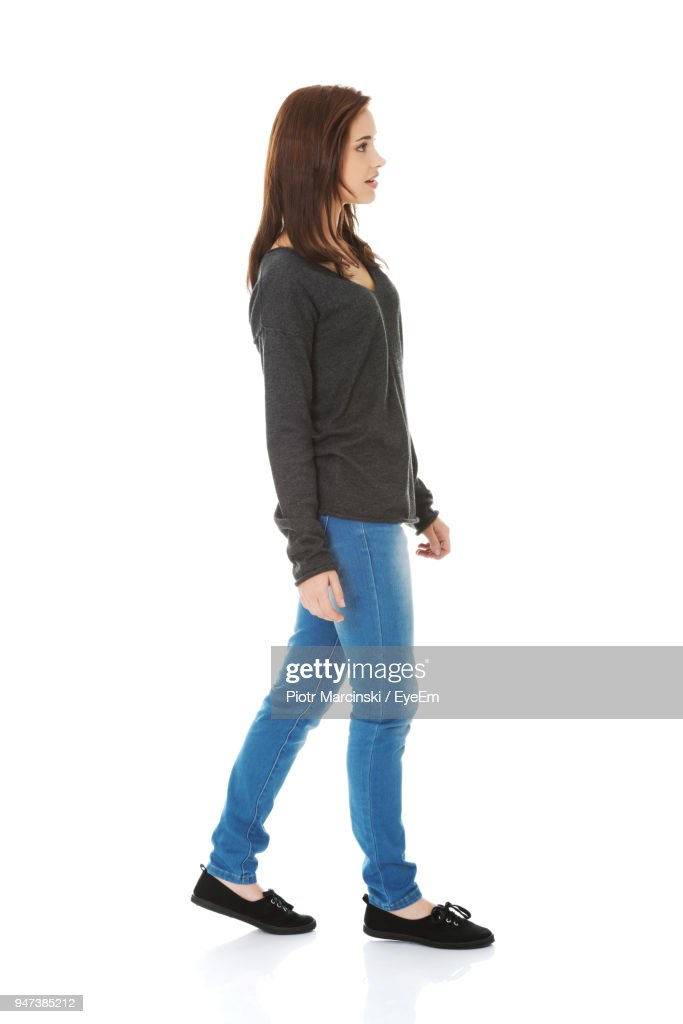 Side View Of Young Woman Standing Against White Background : Stock-Foto