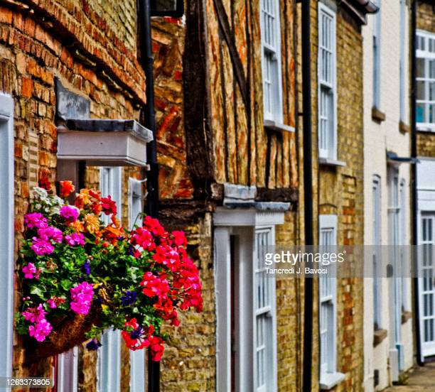 side view perspective of ely street - bavosi stock pictures, royalty-free photos & images