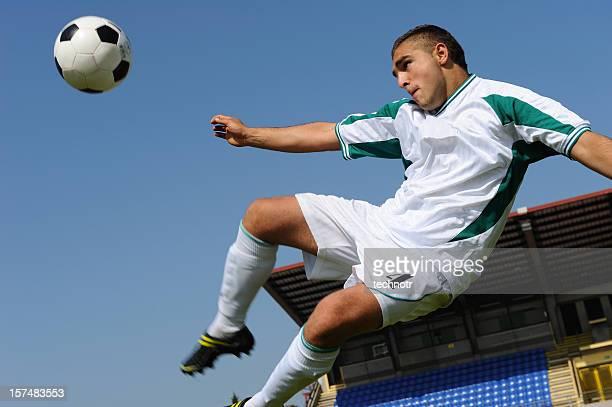 volley kick di lato - tirare in rete foto e immagini stock