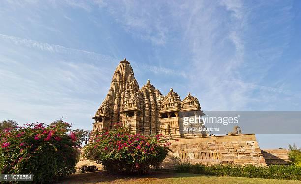 sideview of kandariya mahadeva temple, khajuraho, chhatarpur district, madhya pradesh, india - khajuraho stock pictures, royalty-free photos & images
