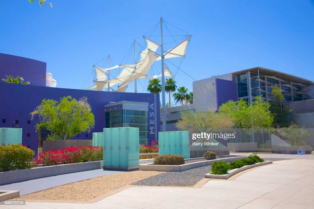 Sidewalk, art museum and performing arts center in Mesa, AZ : Stock-Foto