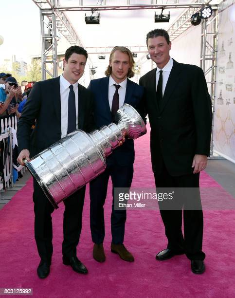 Sidney Crosby Carl Hagelin and owner Mario Lemieux of the Pittsburgh Penguins carry the Stanley Cup as they arrive at the 2017 NHL Awards at TMobile...