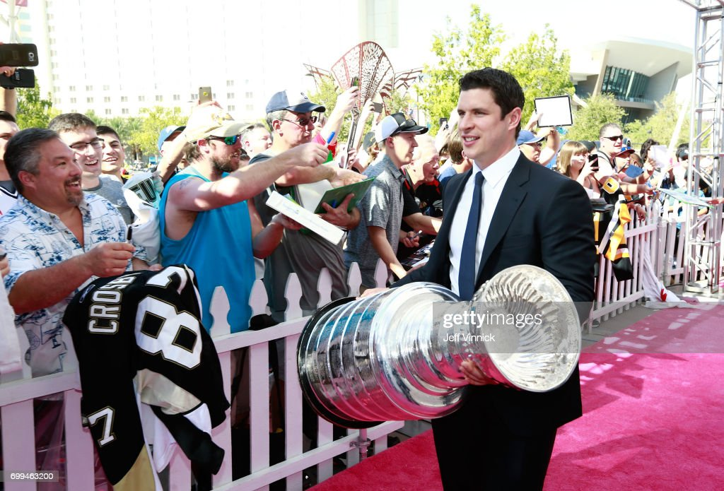 Sidney Crosby of the Pittsburgh Penguins arrives with the Stanley Cup on the magenta carpet for the 2017 NHL Awards at T-Mobile Arena on June 21, 2017 in Las Vegas, Nevada.