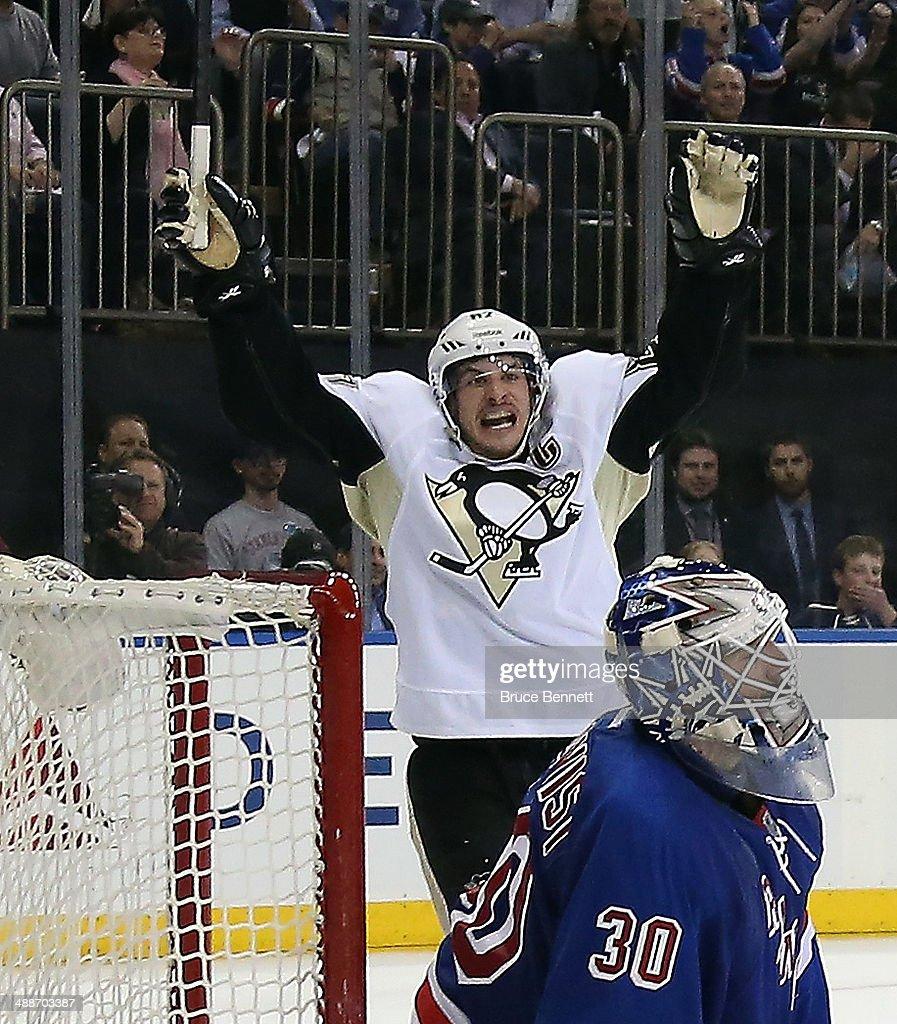 Pittsburgh Penguins v New York Rangers - Game Four : News Photo