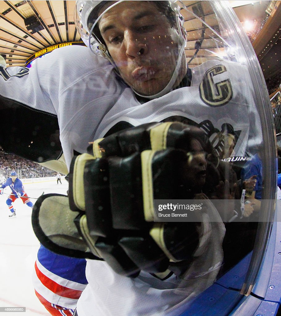 Pittsburgh Penguins v New York Rangers - Game One : News Photo