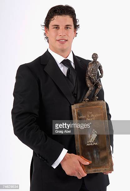 Sidney Crosby of the Pittsburgh Penguins poses for a portrait backstage with the Lester B. Pearson Award during the 2007 NHL Awards at the Elgin...