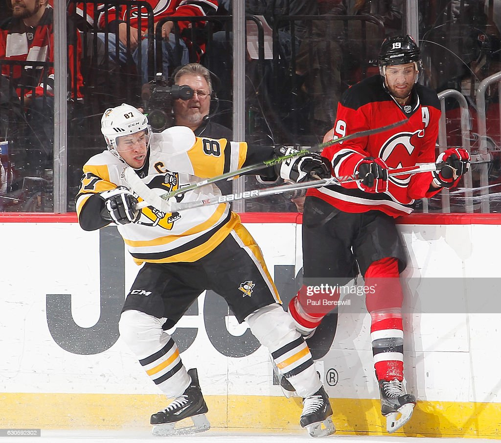 the latest c6462 97116 Sidney Crosby of the Pittsburgh Penguins pulls away from ...