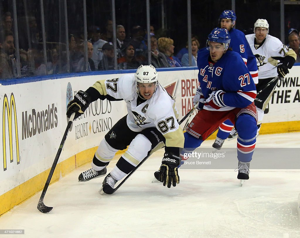 Pittsburgh Penguins v New York Rangers - Game Five : News Photo