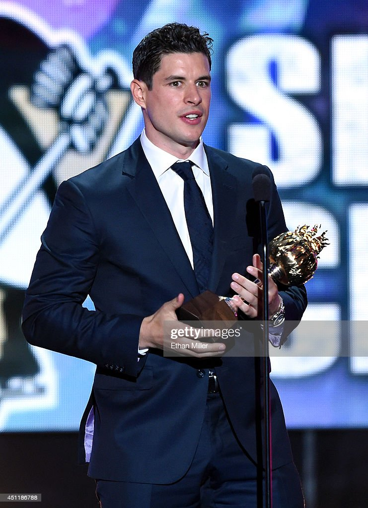 Sidney Crosby of the Pittsburgh Penguins speaks after winning the Hart Memorial Trophy during the 2014 NHL Awards at the Encore Theater at Wynn Las Vegas on June 24, 2014 in Las Vegas, Nevada.
