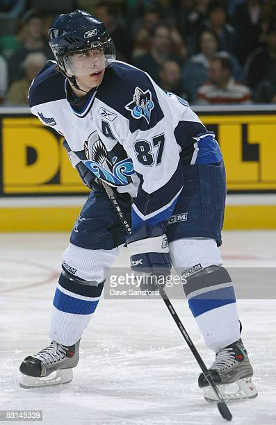 Sidney Crosby of the Rimouski Oceanic lines up for the face off against the Kelowna Rockets during the Memorial Cup Tournament at the John Labatt...