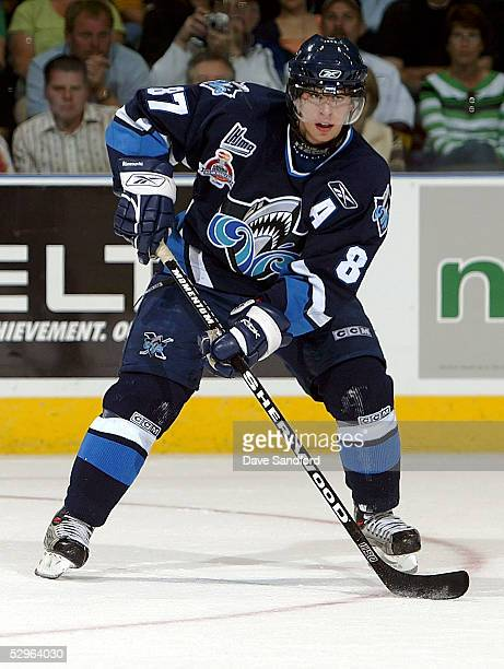 Sidney Crosby of the Rimouski Oceanic moves the puck against the London Knights during the Memorial Cup Tournament at the John Labatt Centre on May...