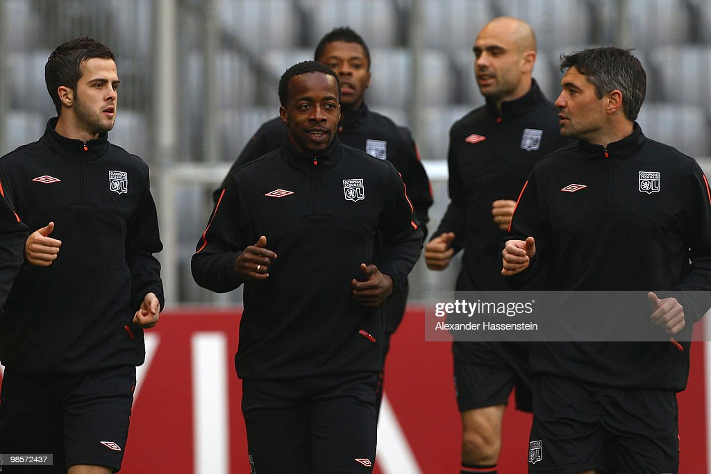 Sidney Govou (C) of Olympic Lyon runs with his team mates during a training session at Allianz Arena on April 20, 2010 in Munich, Germany. Olympic Lyon will play against Bayern Muenchen at the UEFA Champions League semi final first leg match on April 21.