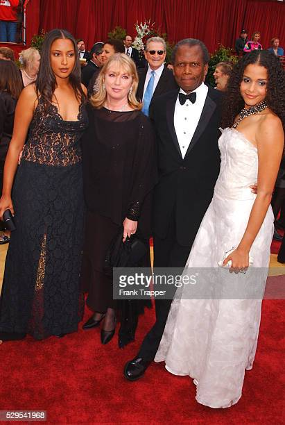 Sidney Poitier arrives with his wife and daughters at the 74th annual Academy Awards.