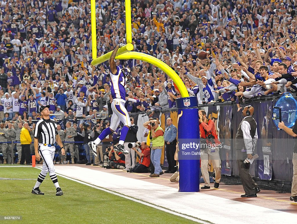 Sidney Rice #18 of the Minnesota Vikings dunks the ball over the goalpost following a touchdown during an NFL game against the Cincinnati Bengals at the Mall of America Field at Hubert H. Humphrey Metrodome, December 13, 2009 in Minneapolis, Minnesota.