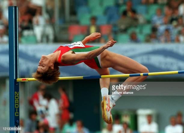 Sie kam, sah und siegte: Stefka Kostadinowa aus Bulgarien sprang am 13.08.95 bei den 5. Leichtathletik-Weltmeisterschaften im schwedischen Göteborg...