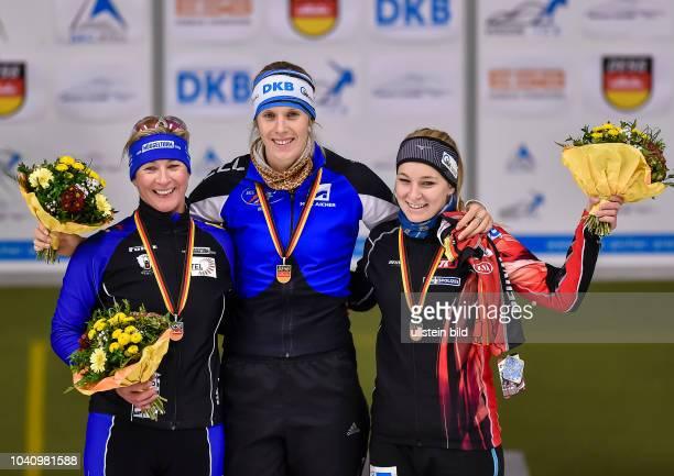 Siegerehrung 1500m der Damen, L-R Claudia Pechstein, Roxanne Dufter und Michelle Uhrig waehrend der Deutschen Eisschnelllauf Meisterschaft in der Max...