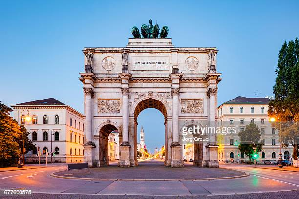 siegestor, munich - munich stock pictures, royalty-free photos & images
