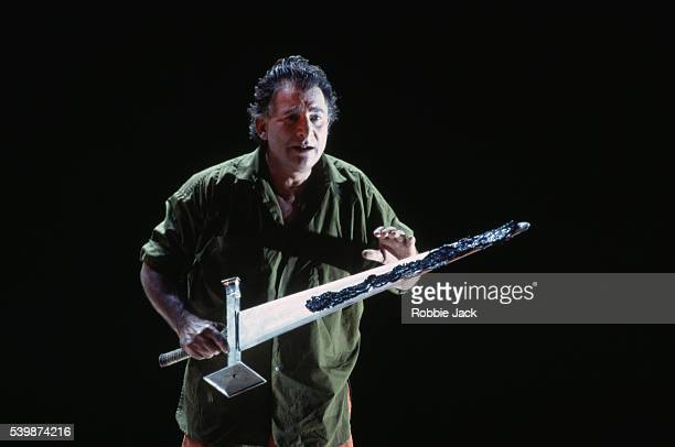 siegfried jerusalem performs in siegfried's death - royal opera house london stock pictures, royalty-free photos & images