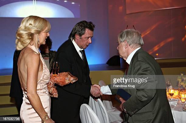 Siegfried Lenz Mit Jan Fedder Und Ehefrau Marion Bei Der Verleihung Der Goldenen Feder In Der Handelskammer In Hamburg Am 110506