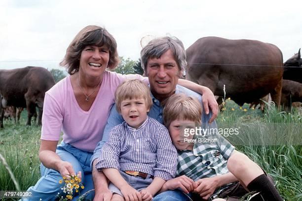 """""""Siegfried Rauch, Ehefrau Karin, Sohn Jacob , Sohn Benedict , Privat mit Familie am in Murnau, Deutschland. """""""
