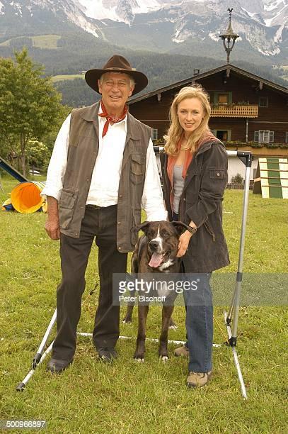 """Siegfried Rauch , Marita Marschall , Hund """"DJ Bobo"""", ARD-Film """"Der Ruf der Berge"""", alter Titel """"Alarm in den Bergen"""", Ellmau /Tirol/Österreich, ,..."""
