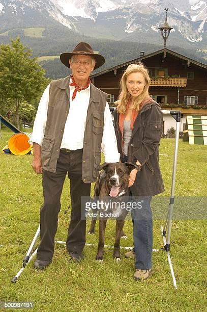 Siegfried Rauch Marita Marschall Hund DJ Bobo ARDFilm Der Ruf der Berge alter Titel Alarm in den Bergen Ellmau /Tirol/Österreich Alpen AlmWiese...