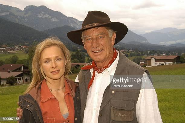 Siegfried Raucl Marita Marschall ARDFilm Der Ruf der Berge alter Titel Alarm in den Bergen Ellmau /Tirol/Österreich AlmWiese umarmen TrachtenHut...