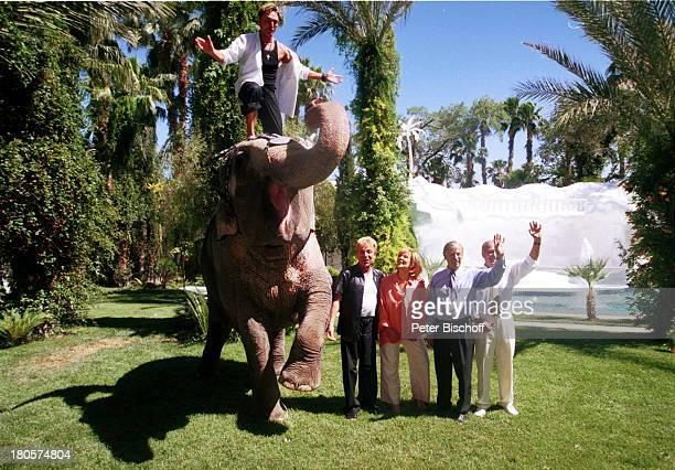 Siegfried Roy Heide Keller Siegfried Rauch Horst Naumann Elefant Gildah ZDFTraumschiff Folge 40 Las Vegas DschungelPalast Las Vegas/Nevada/USA Palmen...